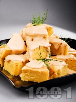 Солен чеснов сладкиш (кекс) с царевично брашно, сирене чедър и яйца (със сода за хляб) - снимка на рецептата